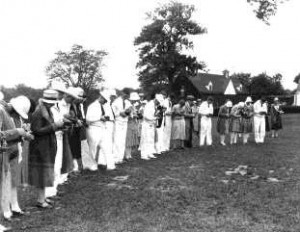 1928 4-H National 4-H Club Conference delegates line up to photograph Mount Vernon.